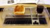 Krümelfrei - Tastatur-Tablett für Speisen und Getränke