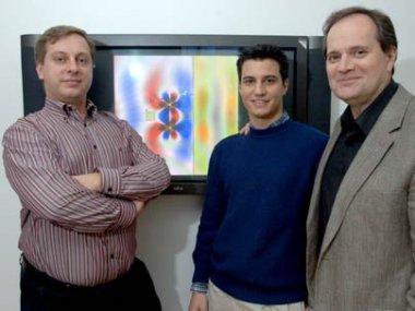 Marin Soljacic (links), Aristeidis Karalis, John Joannopoulos (rechts), [Quelle: MIT/Donna Coveney]