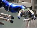 Roboter Justin bereitet den Tee