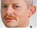 Infineon: Halbleiterhersteller hebt Prognose deutlich an