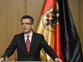 Überwachungsgesetze: Innenminister will verschlüsselte Kommunikation abfangen