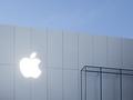 Nachtaufnahme eines Apple Store (Bild: Apple)
