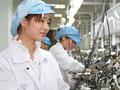 Arbeiterinnen bei Apples Auftragshersteller (Bild: Apple)