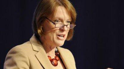 Caroline Spelman sieht Internet durch Klimawandel gefährdet