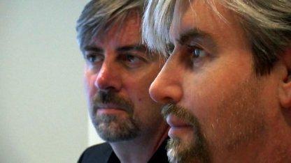 Gemischte Zwillinge: Henrik Schärfe und der Roboter Geminoid-DK