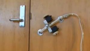 Unterdruck hält den Roboter an der Wand