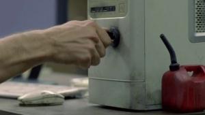 Verkehrte Welt: Computer mit Zündschloss und Motor