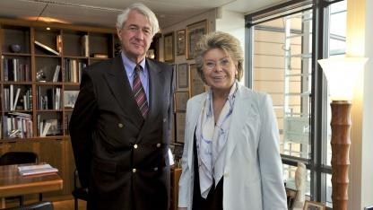 Peter Hustinx (links im Bild) und Viviane Reding