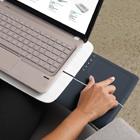 Logitech: Notebookunterlage mit ausziehbarem Touchpad