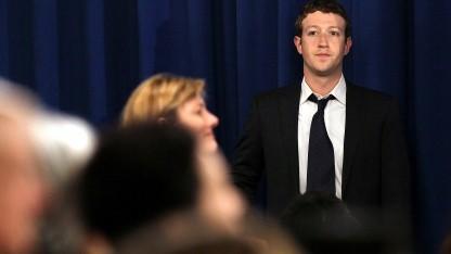 Facebook-Chef Mark Zuckerberg vor einem öffentlichen Auftritt mit US-Präsident Barack Obama