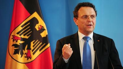 Warnung vor Angriffen aus dem Cyberspace: Bundesinnenminister Hans-Peter Friedrich