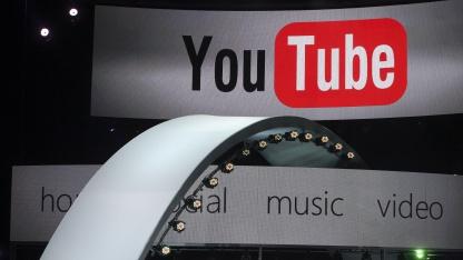 Youtube-Vorführung auf einer Pressekonferenz in Los Angeles im Juni 2011