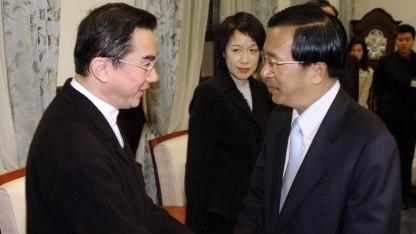 Taiwans damaliger Präsident Chen Shui-bian (rechts) mit Quanta-Gründer Lin Pai-li im Jahr 2004