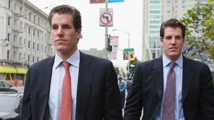 Cameron (l.) und Tyler Winklevoss nach einer Anhörung vor dem Berufungsgericht in San Francisco im Januar 2011