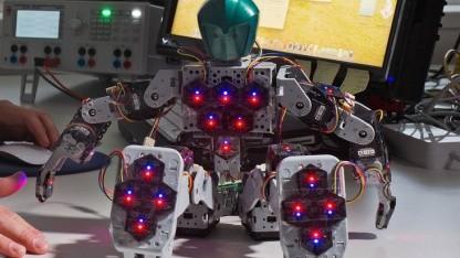 Haut für einen Roboter: Sensorelemente auf dem Roboter Bioloid