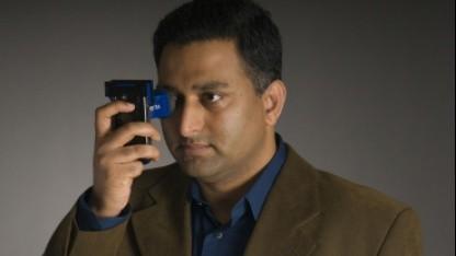 Camera-Culture-Leiter Ramesh Raska mit Catra