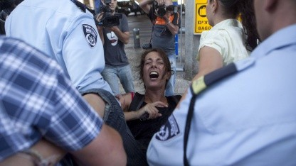 Verhaftung einer Aktivistin am Ben-Gurion-Flughafen