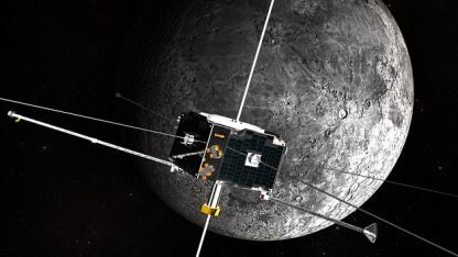 Artemis-Satellit vor dem Mond