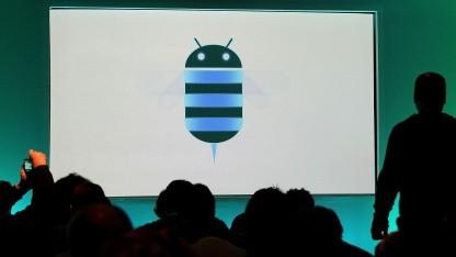 Logo von Google Android 3.0 Honeycomb bei einer Vorführung im Februar 2011