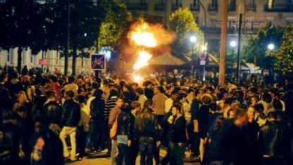 10.000 feiern im Juni 2011 eine Facebook-Trink-Party im französischen Nantes.