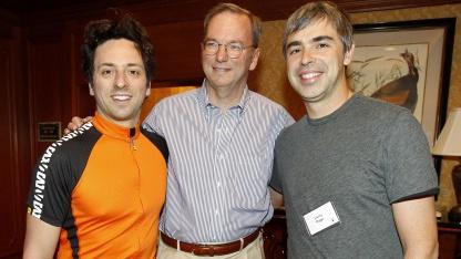 Freundeskreis (von links nach rechts) mit Sergey Brin, Eric Schmidt und Larry Page