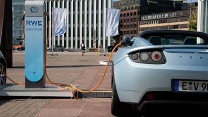 Elektrorallye durch die Alpen: Tesla Roadster (2009 in Hamburg)