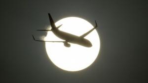 Flugzeug über Neu-Delhi