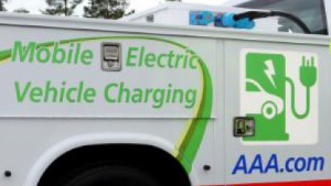 AAA: mobile Stromtankstelle für liegengebliebene Elektrofahrer