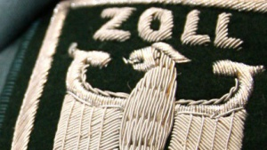 Zoll-Uniformträger am Frankfurter Flughafen