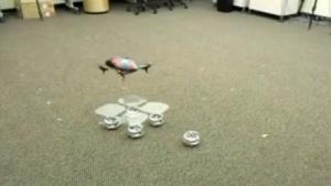 Im Schwarm: Roboter bilden Landeplattform.