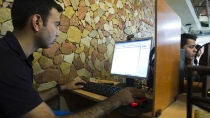Internetnutzer im Iran: Telex soll Zugang zu gesperrten Websites ermöglichen.
