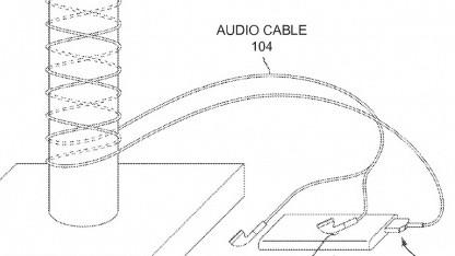 Ladeturm mit gewickeltem Kopfhörerkabel