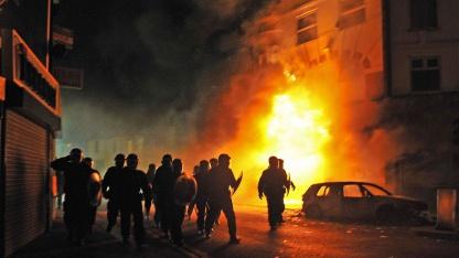 Britische Aufstandsbekämpfungspolizei in Croydon, South London, am 8. August 2011