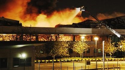 Brennendes Lagerhaus von Sony in Enfield