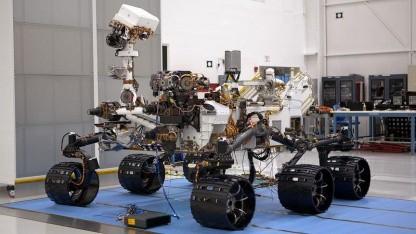 Mars-Rover Curiosity: Masten einziehen und Räder einklappen