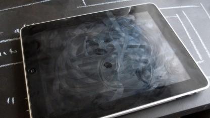 Bald bleiben Touchscreens durch eine ölabweisende Beschichtung sauber.