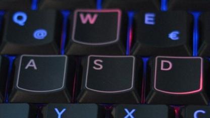 Rote statt blaue WASD-Tasten bei Samsungs Serie 7 Gamer