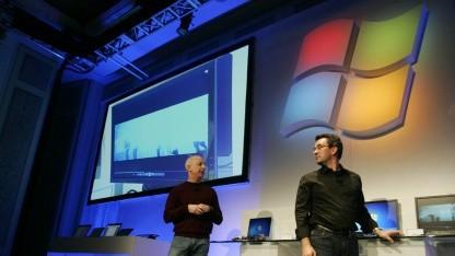 Steven Sinofsky und Mike Angiulo zeigen neue Computer mit Windows 8.