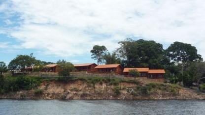 Flüsse statt Straßen: Ortschaft am Rio Negro in Brasilien