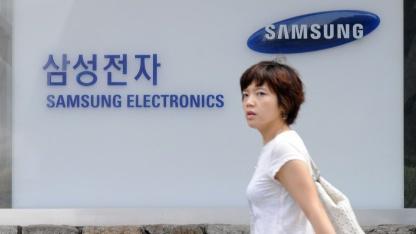 Fußgängerin vor dem Samsung-Hauptsitz in Seoul am 29. Juli 2011