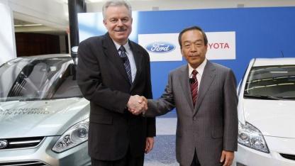 Entwicklungschefs Derrick Kuzak und Takeshi Uchiyamada: Hybridantrieb für Kleinlaster und SUVs