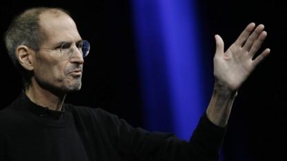 Apple-Chef Steve Jobs erwirkt ein Verkaufsverbot für Samsungs Galaxy-Smartphones.