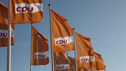 CDU-Fahnen auf dem Konrad-Adenauer-Haus
