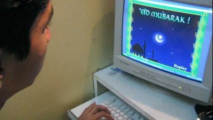 Ohne VPN: Pakistaner verschickt Gruß zum Ende des Ramadan über das Internet (2003).