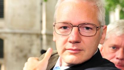 Julian Assange beschuldigt Daniel Domscheit-Berg, für Datenlecks verantwortlich zu sein.