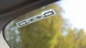 Der Viatag-RFID-Chip wird an der Innenseite der Frontscheibe angeklebt.