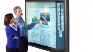 82 Zoll großes Display mit Multitouch