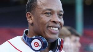 Dr. Dre mit Beats-Kopfhörern