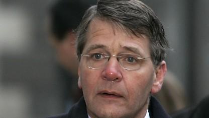 Der niederländische Innenminister Piet Hein Donner rät zur Rückkehr zu Papier und Stift.