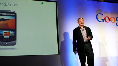 HTC-CEO Peter Chou kündigt HTC-Smartphones mit Android an.